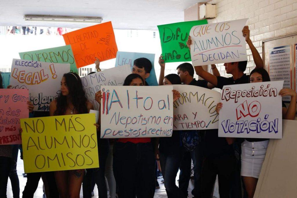 Estudiantes y maestros se manifiestan contra proceso de elección irregular en la FACIMAR